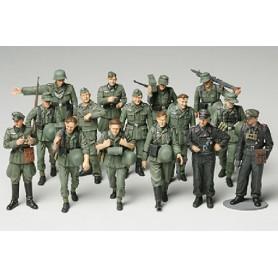 Ger. Infantry on maneuvers 1/48